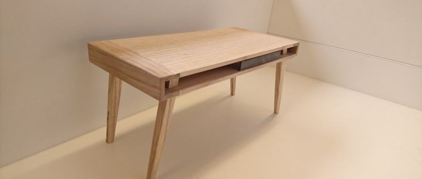 Gesellenstueck Ronja Kuegow-Azubi Tischlerei Herling-Schreibtisch-Modell